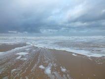 Praia espumosa foto de stock