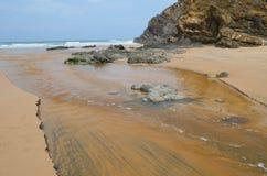 Praia gör Carvalhal, en avskild strand in i den naturliga Costa Vicentina parkerar, Portugal Arkivfoton