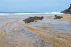 Praia gör Carvalhal, en avskild strand in i den naturliga Costa Vicentina parkerar, Portugal Arkivbild