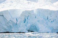 Praia gelada branca em Continente antárctico Fotografia de Stock Royalty Free