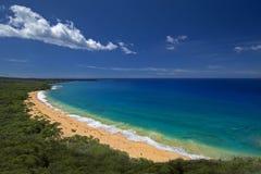 Praia grande, praia de Oneloa, Maui sul, Havaí, EUA Fotos de Stock Royalty Free