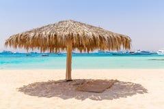 Praia idílico da ilha de Mahmya com água de turquesa Fotos de Stock