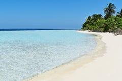 Praia idílico em Maldivas fotografia de stock