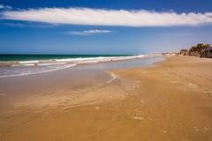 Praia idílico em Mancora, Peru fotografia de stock