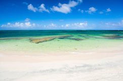 Praia idílico nas Caraíbas Fotos de Stock Royalty Free