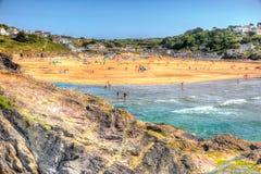 Praia Inglaterra Reino Unido de Polzeath da costa de Cornualha em HDR colorido Fotografia de Stock Royalty Free