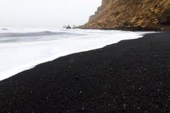 Praia Islândia de Vik fotografia de stock