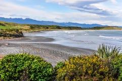 Praia isolado no cabo Foulwind, Nova Zelândia foto de stock