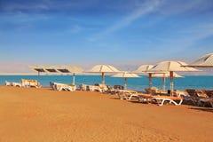 Praia magnífica com a areia amarela pura Fotos de Stock