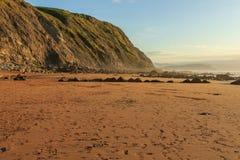 A praia maravilhosa e peculiar de Barrika foto de stock royalty free