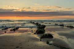 A praia maravilhosa e peculiar de Barrika imagens de stock royalty free