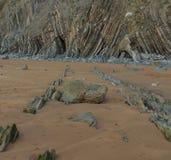 A praia maravilhosa e peculiar de Barrika imagem de stock