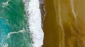 Praia mediterrânea de Antalya da vista aérea video estoque