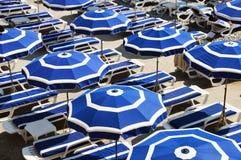 Praia mediterrânea durante o dia de verão quente Foto de Stock Royalty Free