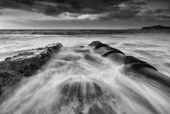 Praia Mona Vale da bacia dos fluxos maré foto de stock royalty free