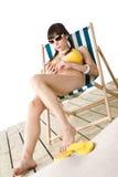 Praia - a mulher escuta a música no biquini Imagem de Stock Royalty Free