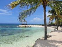 Praia na baía de Monego em Jamaica imagem de stock