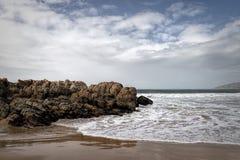 Praia na baía de Plettenberg, rota do jardim, África do Sul Fotos de Stock Royalty Free