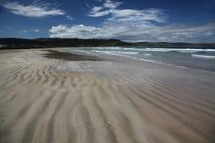 Praia na baía do objeto antigo imagens de stock royalty free