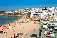 Praia na cidade Albufeira, Portugal Imagens de Stock