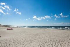 A praia na costa do mar Báltico foto de stock royalty free