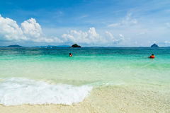 Praia na ilha de Ko Phi Phi Don, Tailândia Fotografia de Stock