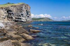 Praia na ilha de Russkiy Fotos de Stock Royalty Free