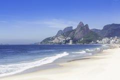Praia na manhã, Rio de janeiro de Ipanema fotografia de stock