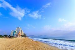 Praia na manhã, Vietname da cidade de Nha Trang Imagem de Stock Royalty Free