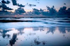 Praia na noite Fotos de Stock Royalty Free
