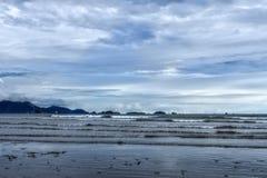 Praia na tarde, Padang do Manis do ar, Sumatra ocidental, Indonésia fotografia de stock royalty free