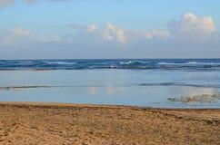 Praia no alvorecer Fotografia de Stock