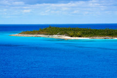 A praia no Cay da meia lua no Bahamas fotos de stock