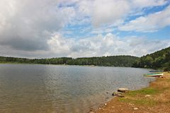 Praia no lago Imagem de Stock