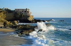 Praia no Laguna Beach sul, Califórnia da rocha da tabela Imagens de Stock