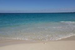 Praia no mar do Cararibe foto de stock