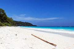 A praia no mar do sul Imagens de Stock Royalty Free