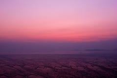 Praia no nascer do sol Fotos de Stock
