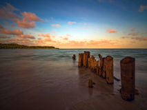 Praia no por do sol Foto de Stock Royalty Free