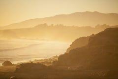 Praia no por do sol, San Simeon Fotografia de Stock Royalty Free
