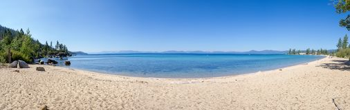 Praia no porto da areia em Lake Tahoe fotos de stock royalty free