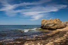 Praia no vendaval, o Algarve, Portugal fotografia de stock royalty free