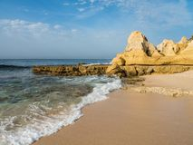 Praia no vendaval, Portugal da areia imagens de stock royalty free