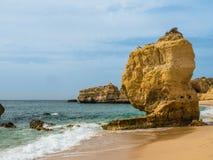 Praia no vendaval, Portugal da areia fotografia de stock royalty free