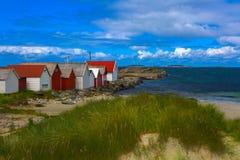 Praia norueguesa em um dia ensolarado imagem de stock