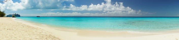 A praia, o turco grande, os turcos e o Caicos do regulador, das caraíbas Fotos de Stock Royalty Free