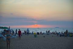 13 11 2014 - Praia pública e a estância turística de Pattaya, Thaila Fotos de Stock