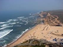 Praia pelo oceano, Portugal Foto de Stock Royalty Free