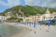 A praia pequena de Cetara na costa de Amalfi fotos de stock royalty free