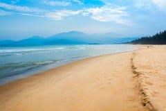 Praia perto da cidade de Danang, Vietname foto de stock royalty free